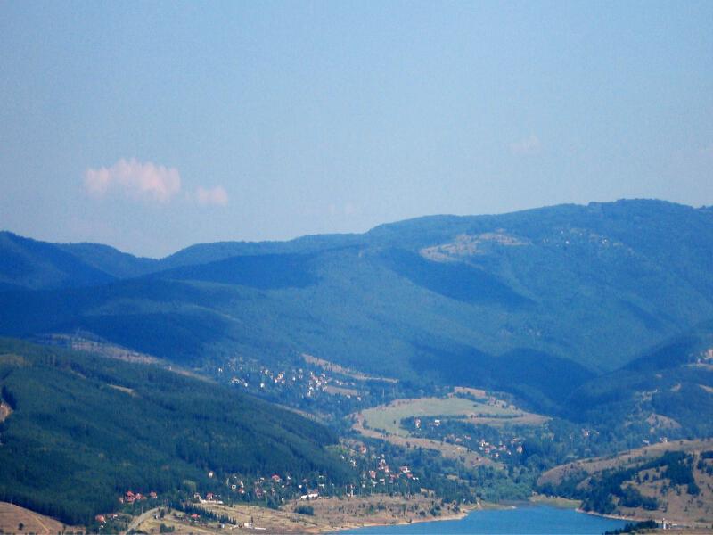 Изглед на село Горна Диканя, в подножието на Верила