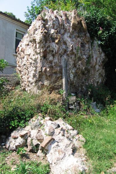 """Останки от крепостта """"Агатопол"""""""