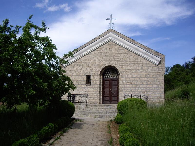 """Земенската църква """"Св. Йоан Богослов"""", построена през 1978 г."""