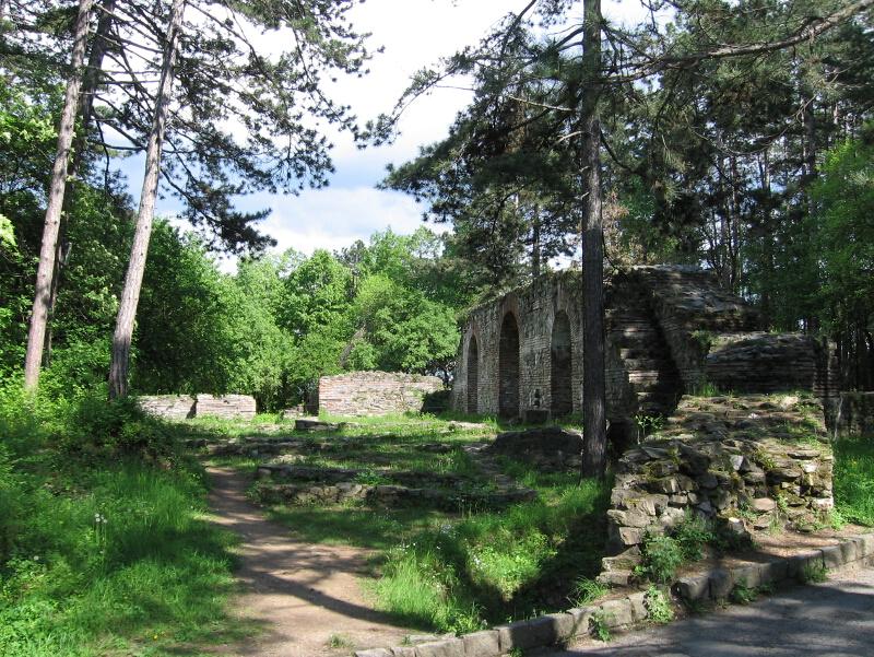 """Крепостта """"Хисарлъка"""" преди последната реставеация"""