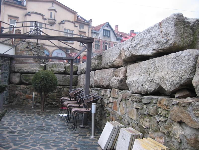 Крепостната стена на антична Пауталия