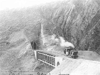 Прокарването на жп линията през Земенския пролом
