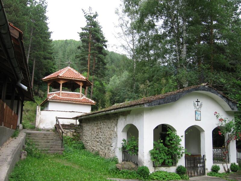 """Възстановеният Сапаревски манастир """"Св. архангел Михаил"""""""