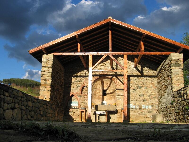 """Средновековната църква """"Св. Никола"""" в с. Сапарево"""