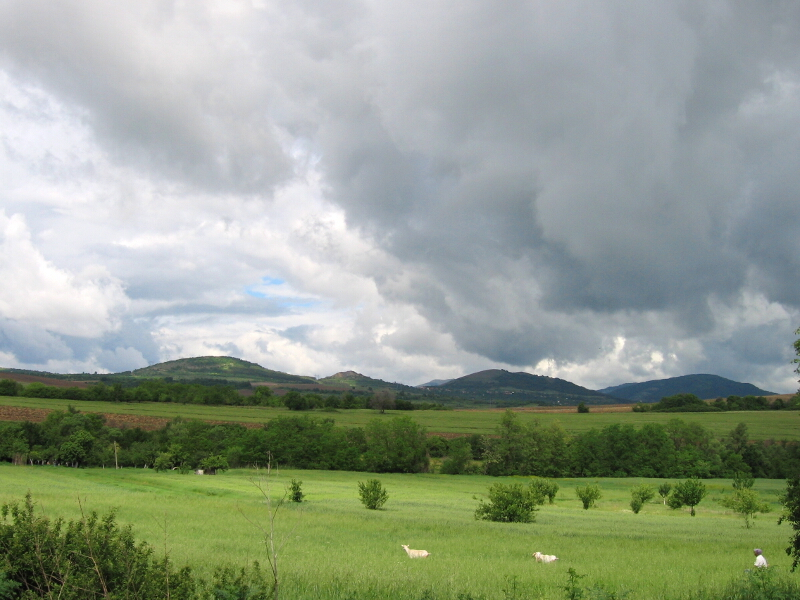 Коркинските възвишения - от ляво на дясно: Големи и Малък Връм, Голак и вр. Шабаница в Конявска планина