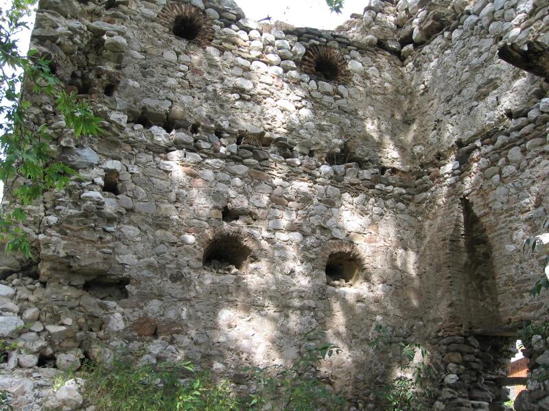 Средновековната кула, използвана за кула-бойница от местния чифликсайбия