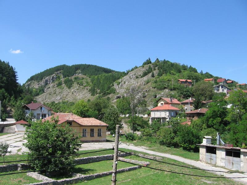 Поглед към хълма Градището (Калето)