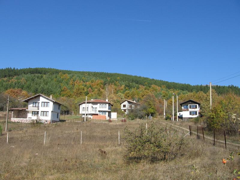 Новопостроени къщи