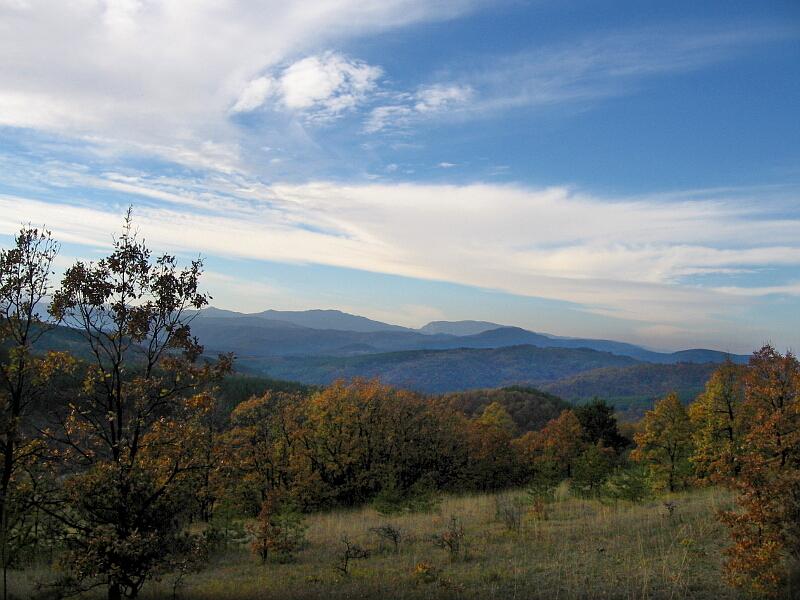 Пейзаж от околността на Владиславци (поглед към Западните български покрайнини, останали зад граница)