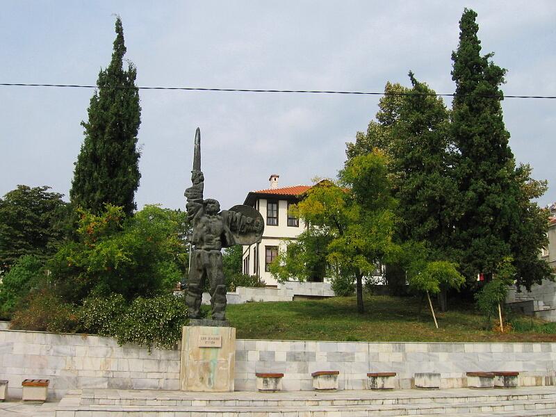 Паметник в центъра на града на българският цар Ивайло