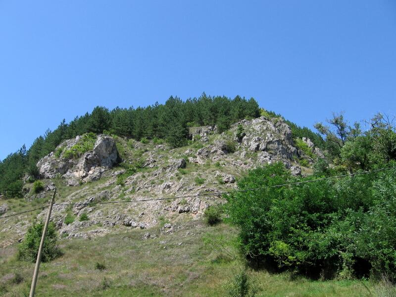 Скали в подножието на възвишението Градището