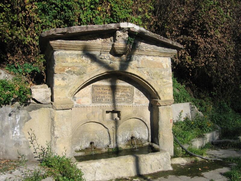 """Старинната чешма в Брезе, известна с името """"Бързил"""", изградена в 1845 г."""