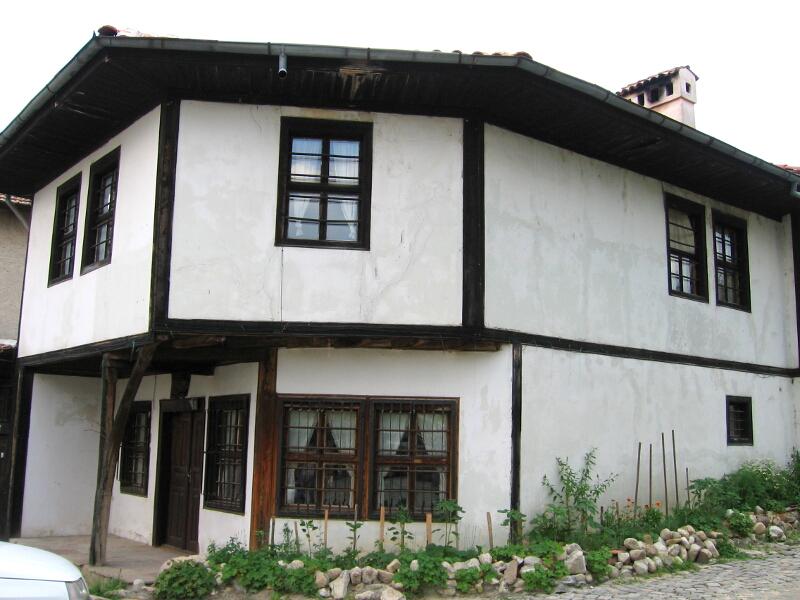 Реставрирана възрожденска къща