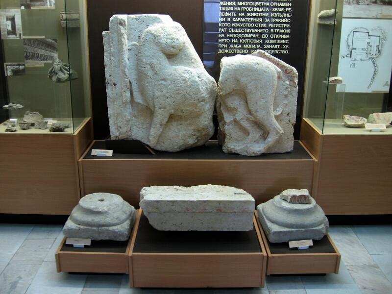 Релефно изобрежение на лъв от украсата на гробницата - светилище