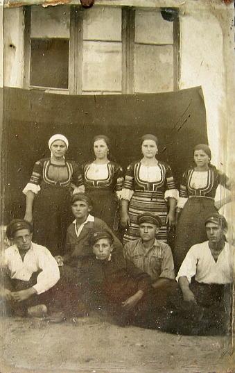 Моми и младежи от Горановци