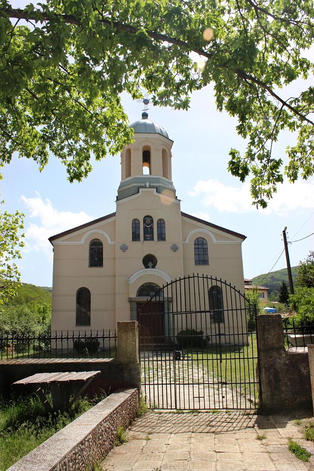 """Ремонтираната черква """"Покров Богородичен"""""""