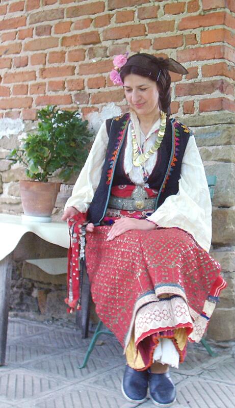 Лозаревска носия