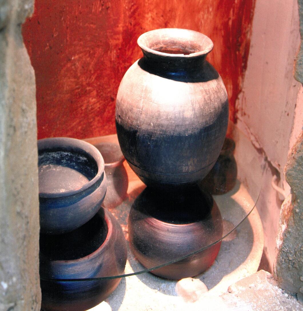 Битови съдове произведени в българския керамичен център, разкрит при с. Топола