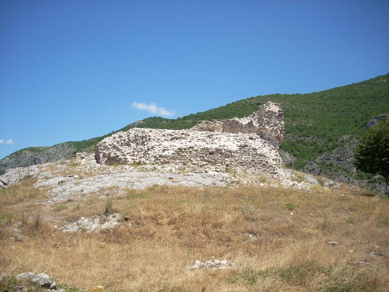 "Една от крепостите на средновековния град Землън - ""Земенското кале"" в Земенския пролом"