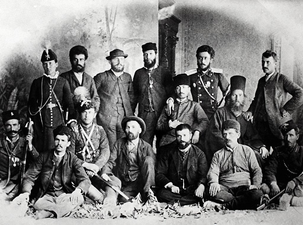 Дейци на Българския таен централен революционен комитет, Пловдив, лятото на 1885 г. (Ангел Чолаков е вторият, седнал от ляво на дясно)