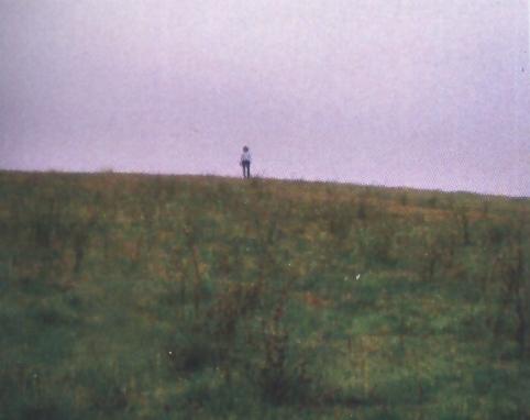 """Изглед на могилообразно образование в м. """"Черковище"""" при """"Кюнкя"""", където вероятно се е издигала средновековна църква"""