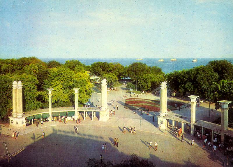 Входът на Морската градина