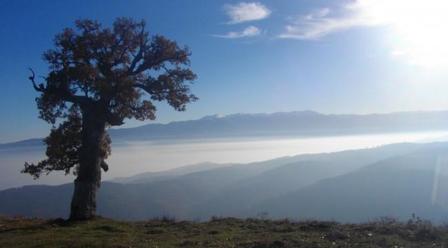 """Изглед от параклиса """"Св. Илия"""" (снимка: www.lentata.com)"""