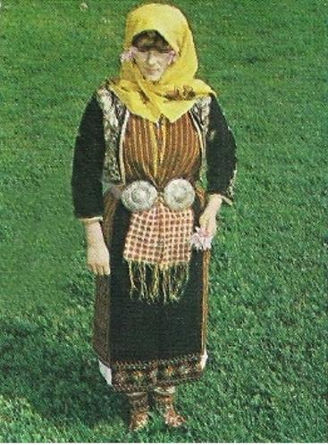 Черничевска женска празнична носия от края на XIX в. (снимка: Венко Митев)