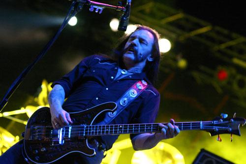 Леми Килмистър от Motorhead на сцената в Каварна, 29.06.2007 г.