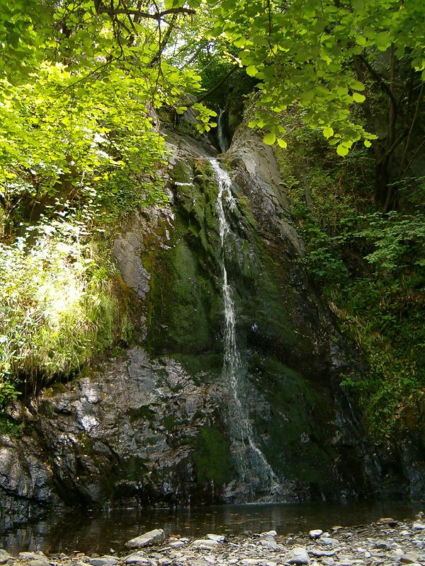 Живописният Сопотски водопад на р. Манастирска